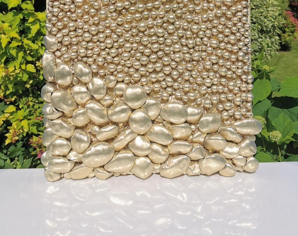 kuldne kivi- ja pärlikangas, Liivi Leppik